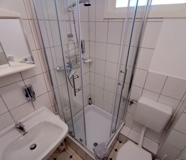 Doppelzimmer-Badezimmer